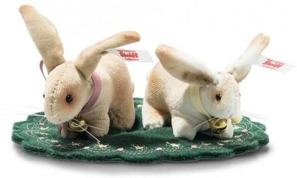 Steiff 006128 Hasen Set 2tlg Baumwollsamt 14 cm, beige/weiß sitzen auf einer bestickten Filzunterlag